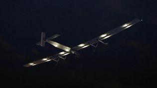 "L'avion ""Solar Impulse 2"" décolle,lundi 20 juin 2016, de l'aéroport John-Fitzgerald-Kennedy deNew York (Etats-Unis). (TREVOR COLLENS / AFP)"