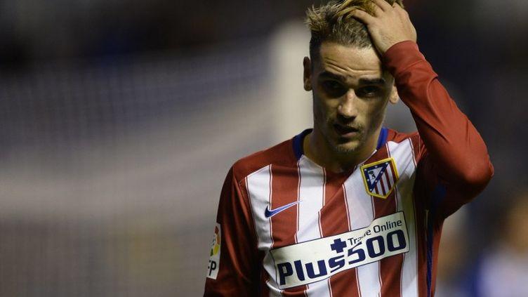 Antoine Griezmann, l'attaquant de l'Atletico Madrid, n'a pas caché sa déception après le nul décevant concédé sur la pelouse du Deportivo. (MIGUEL RIOPA / AFP)