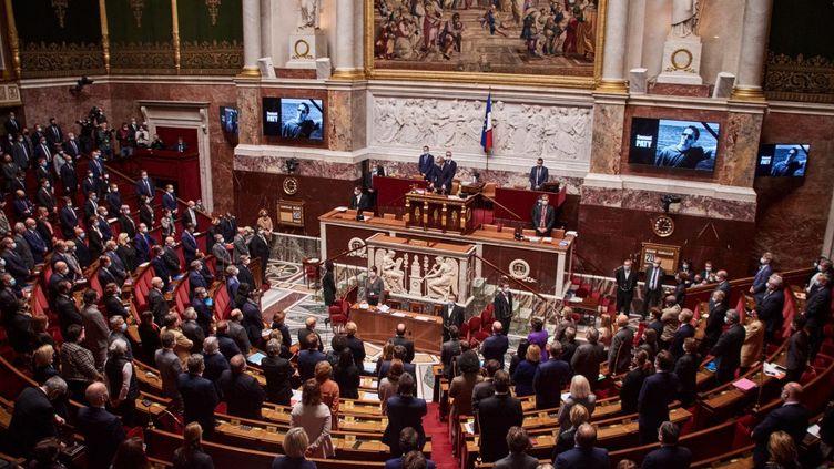 Les députés de l'Assemblée nationale rendent hommage à Samuel Paty (photo d'illustration) le 20 octobre 2020 à Paris. (ANTONIN BURAT / HANS LUCAS / AFP)