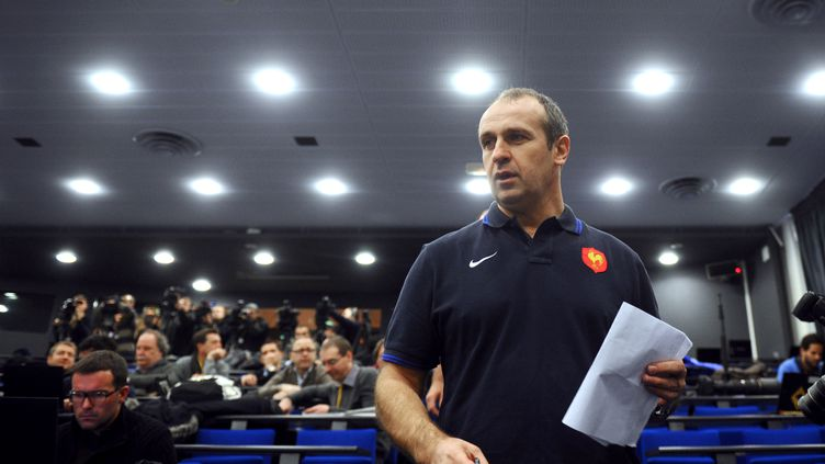 L'entraîneur de l'équipe de France de rugby, Philippe Saint-André, dévoile le 31 janvier 2012 la composition de l'équipe qui rencontrera l'Italie à l'occasion du premier match du Tournoi des six nations. (MARTIN BUREAU / AFP)
