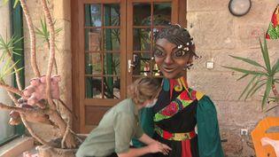 Atelier de création de marionnettes géantes au Bugue en Dordogne. (CAPTURE D'ÉCRAN FRANCE 3)