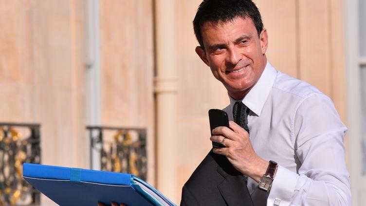 Manuel Valls arrive au palais de l'Elysée pour rencontrer François Hollande le 10 juin 2015. (MUSTAFA YALCIN / ANADOLU AGENCY)
