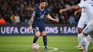 Lionel Messi a inscrit son premier but avec le PSG contre Manchester City, mardi 28 septembre 2021. (FRANCK FIFE / AFP)