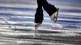 """L'ex-entraîneur accusé de viol et d'agressions sexuelles par la patineuse Sarah Abitbol, Gilles Beyer, a concédé le 31 janvier 2020 avoir eu """"des relations intimes"""" et """"inappropriées"""" avec elle. (ARIS MESSINIS / AFP)"""
