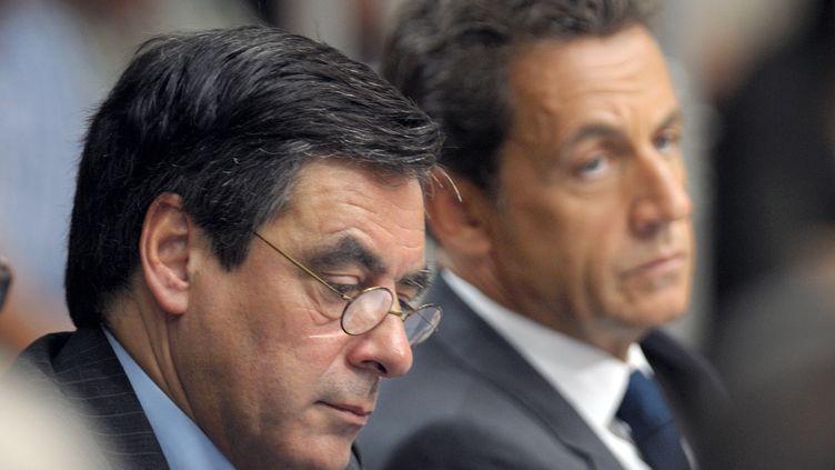 Le Premier ministre François Fillon et le président Nicolas Sarkozy, le 28 juin 2011 à Sablé-sur-Sarthe (Sarthe). (PHILIPPE WOJAZER /AFP PHOTO)