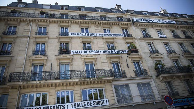 """Le bâtiment jouxtant l'endroit où doit être implantée la """"salle de consommation de drogues à moindre risque"""", boulevard de La Chapelle, dans le 10e arrondissement de Paris, le 6 juillet 2013. ( MAXPPP)"""