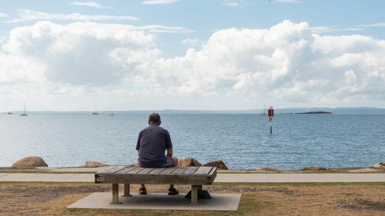 Un homme regarde l'horizon. (Illustration)  (SOPA IMAGES / LIGHTROCKET VIA GETTY IMAGES)