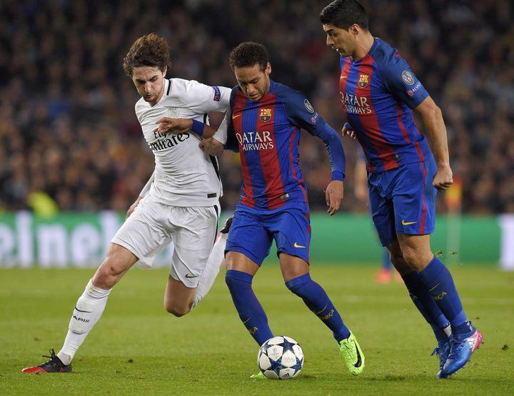 L'attaquant brésilien Neymar (au centre) lors du huitième de finale retour de la Ligue des champions entre le FC Barcelone et le PSG, le 8 mars 2017. (LLUIS GENE / AFP)