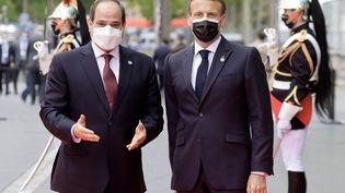 Le président français, Emmanuel Macron, et son homologue égyptien,Abdel Fattah Al-Sissi, à Paris, le 17 mai 2021. (LUDOVIC MARIN / AFP)