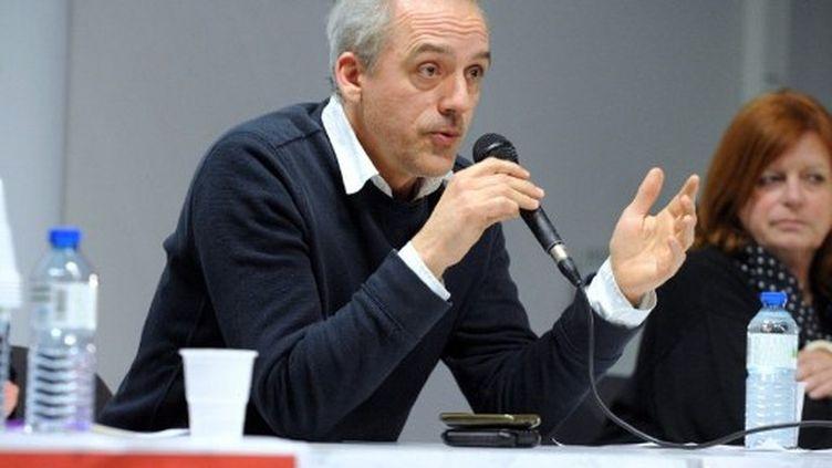 Philippe Poutou prend la parole lors d'une réunion publique à Brest, le 28 février 2012. (AFP - Fred Tanneau)