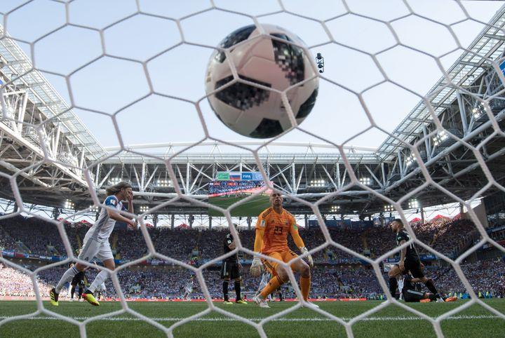 L'Islandais Alfred Finnbogason égalise contre l'Argentine, samedi 16 juin à Moscou (Russie). (FEDERICO GAMBARINI / DPA)