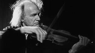 Le violoniste Ivry Gitlis à Marseille en 1993. (PATRICK BOX / GAMMA-RAPHO)