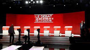 Une photo du plateau de télévision aménagé pour un des débats de la primaire de la gauche, le 15 janvier 2017 à La Plaine Saint-Denis (Seine-Saint-Denis). (BERTRAND GUAY / AFP)