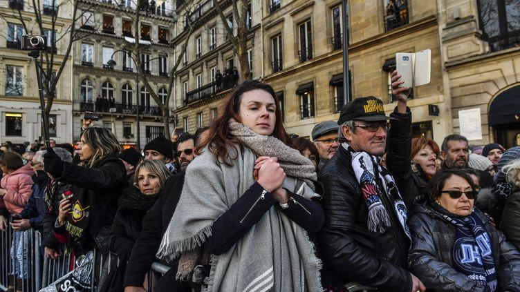 Certains fans ont vécu la cérémonie avec ferveur, d'autres avec recueillement. (BULENT KILIC / AFP)