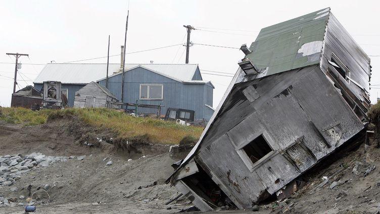 A Shishmaref en Alaska, une maison détruite par l'érosion de la plage. (AFP/ Gabriel Bouys)