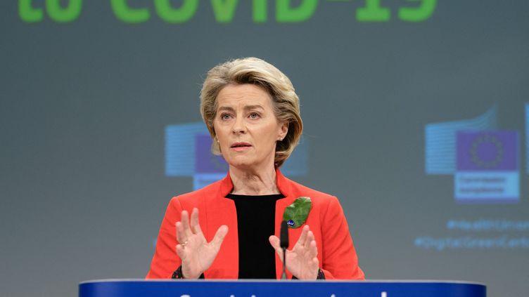La présidente de la Commission européenne, Ursula von der Leyen, s'exprime à Bruxelles (Belgique), le 16 mars 2021. (THIERRY MONASSE / HANS LUCAS / AFP)