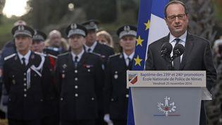 François Hollande prononce un discours devant des élèvespoliciers de l'école de Nîmes (Gard), le 25 novembre 2016.  (JEAN-PAUL PELISSIER / AFP)