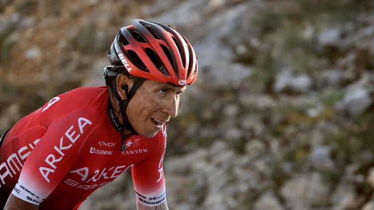 Le coureur Nairo Quintana, le 13 septembre 2020 sur le Tour de France, au col du Grand Colombier (Ain). (KENZO TRIBOUILLARD / AFP)