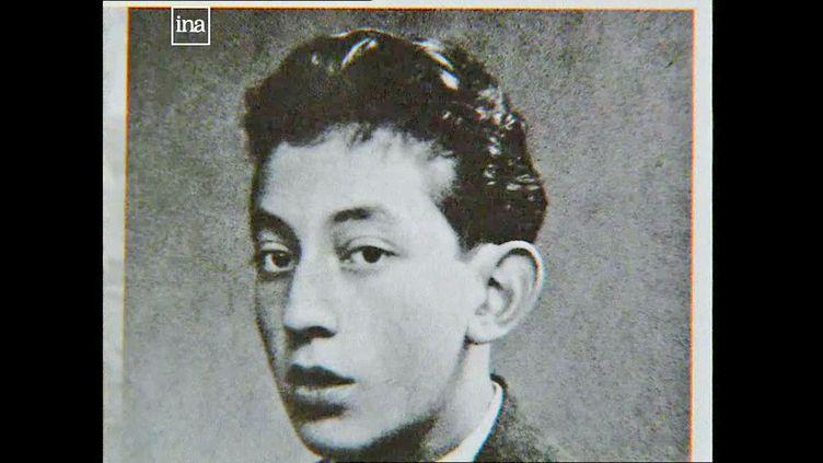 Serge Gainsbourg adolescent lors de la seconde guerre mondiale, en exil avec sa famille dans le Limousin (Capture d'écran / France 3 / INA)