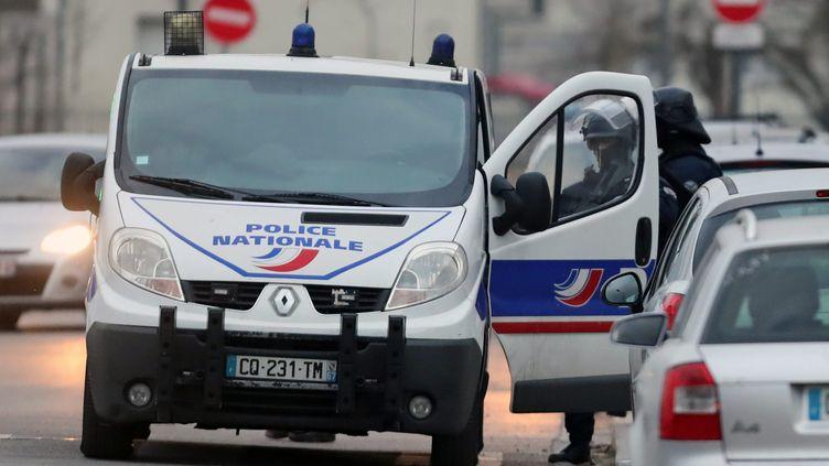 Des policiers participent à la recherche de Cherif Chekatt à Strasbourg (Bas-Rhin), le 13 décembre 2018. (MAXPPP)