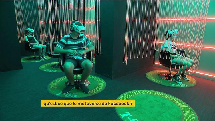 Facebook va embaucher 10 000 personnes pour aider au développement du metaverse. (FRANCEINFO)