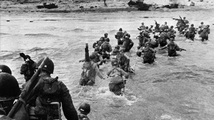 Les troupes américaines débarquent sur la plage d'Utah Beach, le 6 juin 1944. (STF / US ARMY FILES)
