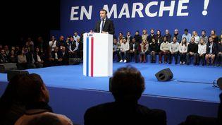 Emmanuel Macron sur la scène du Zénith de Lille lors de son meeting du samedi 14 janvier 2017. (FRANÇOIS CORTADE / RADIOFRANCE)