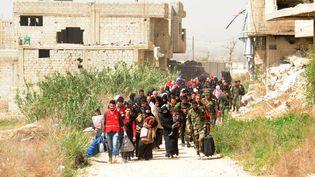 Des civils évacuent la Ghouta orientale, près de Damas (Syrie) le 27 mars 2018. (MAXPPP)