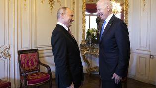 Joe Biden et Vladimir Poutine se sont entretenus à Genève (Suisse) 16 juin 2021. (PETER KLAUNZER / SWISS FEDERAL OFFICE OF FOREIGN AFFAIRS / AFP)