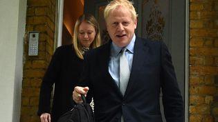 Boris Johnson devant chez lui à Londres, le 13 juin 2019. (GLYN KIRK / AFP)