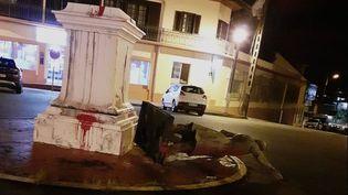 La statue de VictorSchoelcher renversée, le 18 juillet 2020 à Cayenne (Guyane). (DR / GUYANE LA 1ERE)