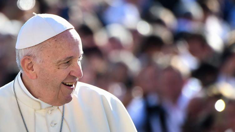 Le pape François, lors de son audience générale le 10 octobre 2018, place Saint-Pierre. (ALBERTO PIZZOLI / AFP)