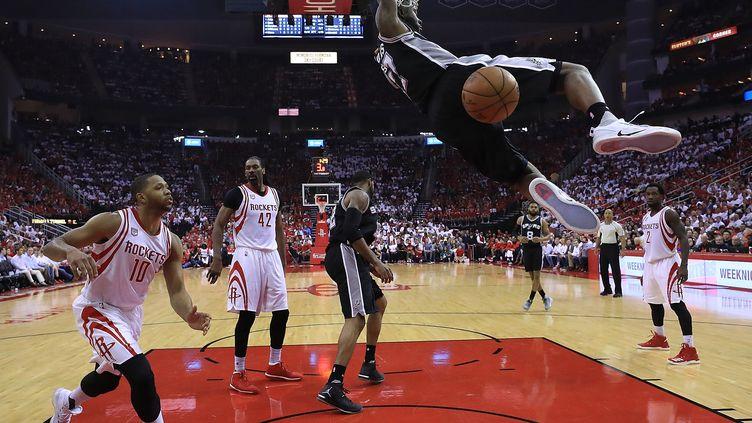 Les Spurs ont renversé les Rockets dans le 3e match de la série (RONALD MARTINEZ / GETTY IMAGES NORTH AMERICA)
