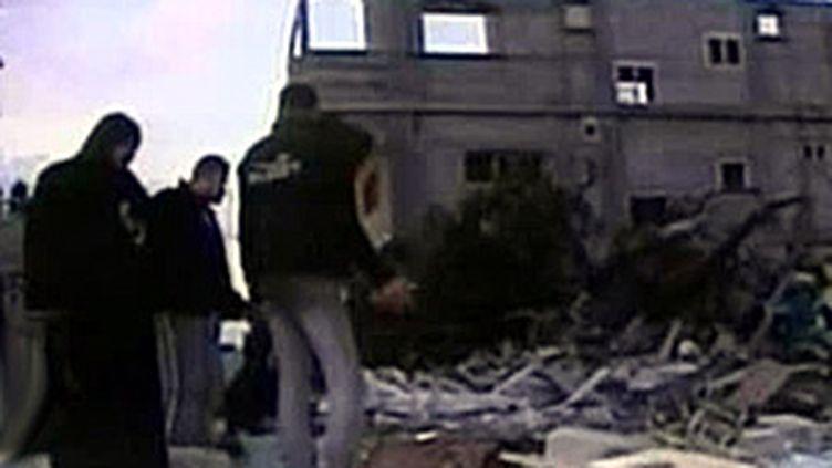 Des Palestiniens dans les décombres de Gaza (18 janvier 2009) (© F2)