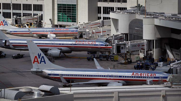 Les avions d'Americain Airlines sur le tarmac de l'aéroport Miami (Floride, Etats-Unis) le 4 octobre 2011. (JOE RAEDLE / GETTY /AFP)