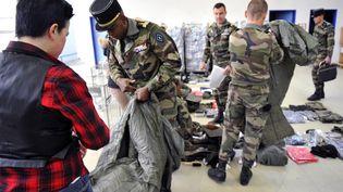 Des jeunes gens accueillis pour une période de service militaire volontaire, ici en 2015, à Montigny-les-Metz. (JEAN-CHRISTOPHE VERHAEGEN / AFP)
