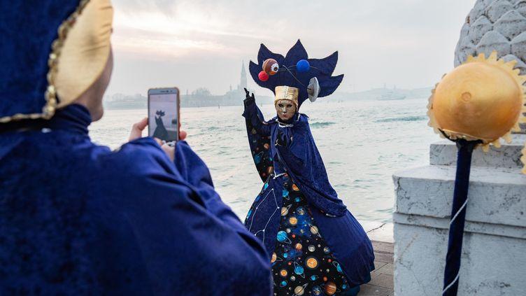 Des touristes au carnaval de Venise, en 2019. (CHRISTOPHE MORIN / MAXPPP)