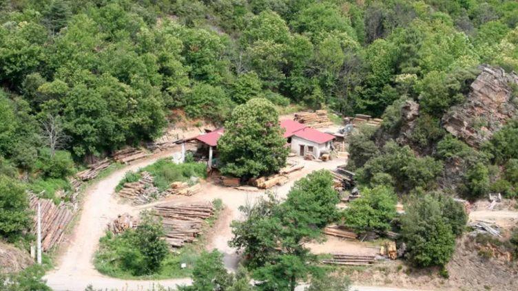 Le double meurtre a eu lieu dans cette scierie cévenole, dans le village des Plantiers (Gard), le 11 mai 2021. (GOOGLE MAPS)