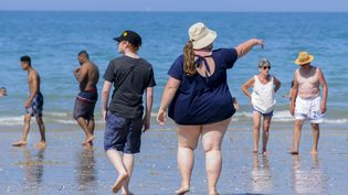 """Gabrielle Deydier dénonce dans son ouvrage """"On ne naît pas grosse, on le devient"""" les discriminations dont sont victimes les Français obèses. L'auteure livre son expérience personnelle et tente de comprendre les mécanismes de ce que l'on appelle la """"grossophobie"""". (MAXPPP)"""