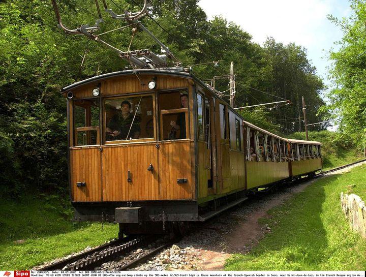 Le train à crémaillère emmène les voyageurs au sommet de la Rhune. (BOB EDME/AP/SIPA/AP/SIPA / AP)