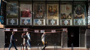 Un cinéma est fermé en période de Covid-19 à Toulouse (Haute-Garonne), le 4 mars 2021. (PATRICIA HUCHOT-BOISSIER / HANS LUCAS / AFP)
