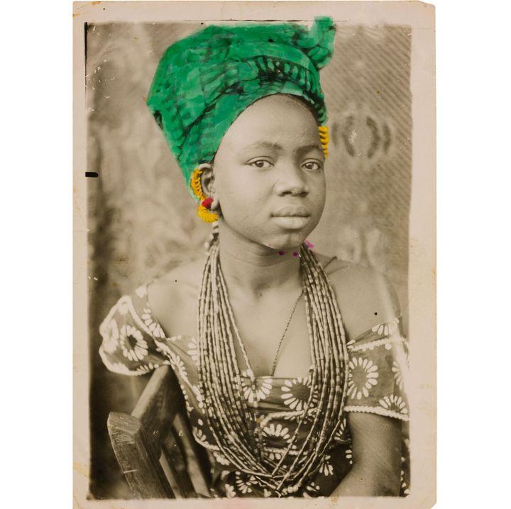 Seydou Keïta, Sans titre, 1949-1951, Tirage argentique d'époque, Paris, galerie MAGNIN-A  (Seydou Keïta / SKPEAC / photo François Doury)