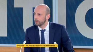"""Le député Stanislas Guerini sur le plateau de""""Votre instant politique"""", surfranceinfo canal27, le 14 avril 2021. (FRANCEINFO)"""