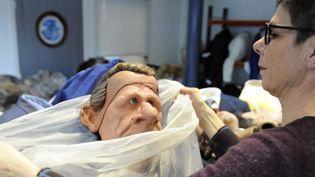 La marionnette de Patrick Poivre-d'Arvor ne présentera plus les Guignols  (STEPHANE DE SAKUTIN / AFP)