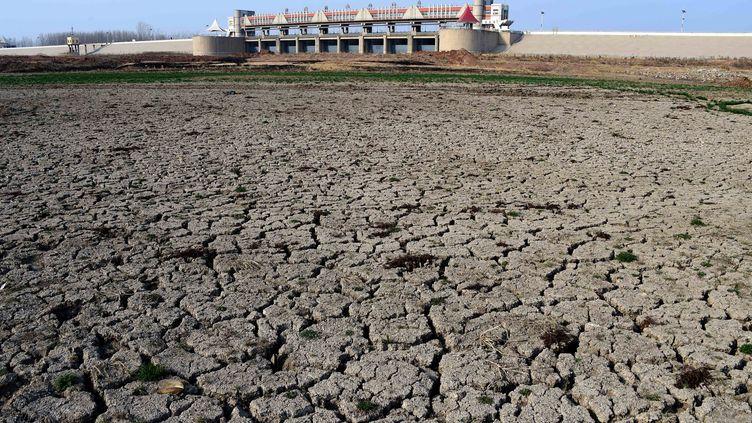 Le réservoir asséché d'Anqiuen Chine, le 26 mars 2015. (MAXPPP)