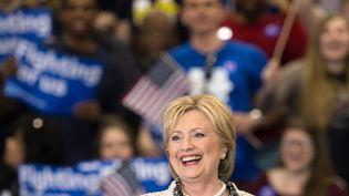 Hillary Clinton, candidate à la primaire démocrate pour la présidentielle américaine, à Columbia, après sa victoire en Caroline du Sud, le 27 février 2016. (NICHOLAS KAMM / AFP)