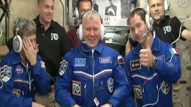 Les astronautes Peggy Whitson, Oleg Novitski et Thomas Pesquet (de gauche à droite, au premier rang) à leur arrivée dans la Station spatiale internationale, le 20 novembre 2016. (DOUGLAS CURRAN / AFP)
