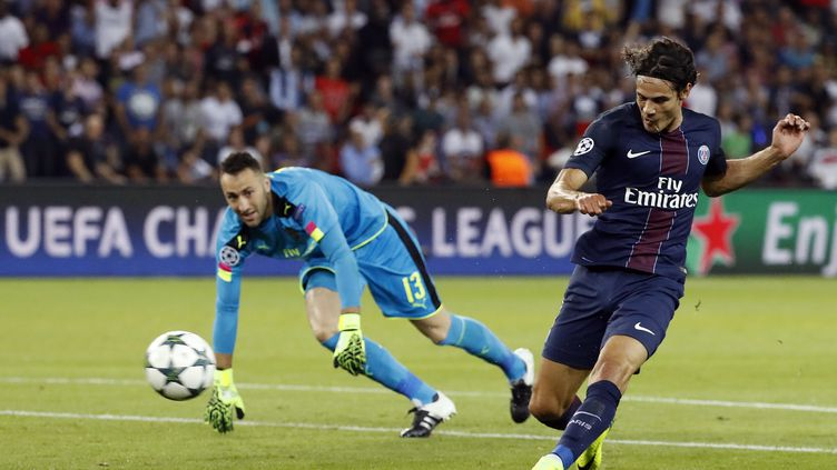 Edinson Cavani a raté beaucoup d'occasions contre Arsenal (ETIENNE LAURENT / EPA)