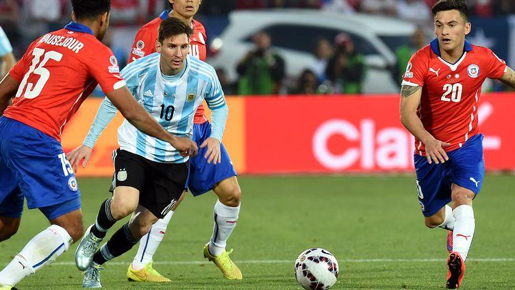 Lionel Messi va retrouver les Chiliens (PABLO PORCIUNCULA / AFP)
