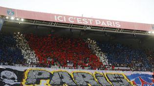 Les tribunes du Parc des Princes lors du match de Ligue 1 contre Strasbourg, le 14 août 2021 à Paris. (GEOFFROY VAN DER HASSELT / AFP)